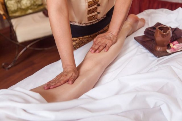 Поглаживание во время массажа